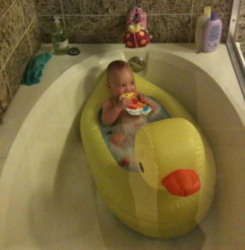 munchkin duck tub use (2)