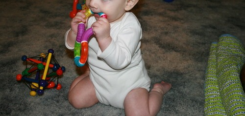 Munchkin-Twisty-Figure-8-Teether-4