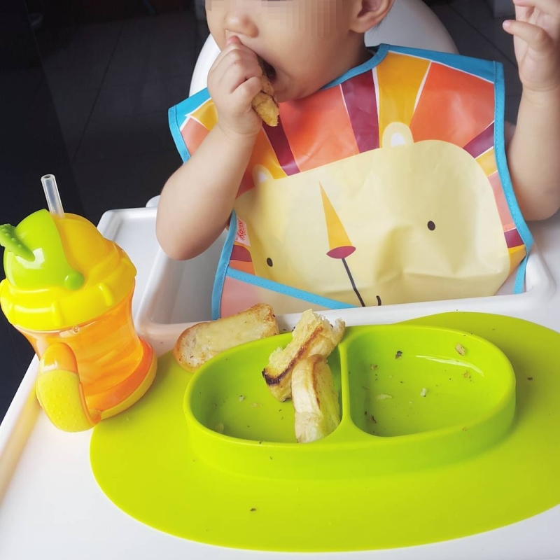 nuby catch all bib in use